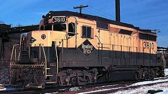 A view of Reading GP-30 #3610.  Note the smaller Reading diamond which was aplied to most units in this class.