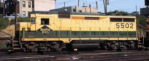 A view of Reading GP-30 #5502 wearing its earlier number and yellow frame stripe.