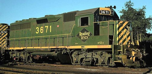 Reading GP40-2 locomotive #3671.