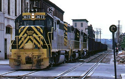 A three-unit set of GP40-2s hauling loaded ore from Joanna to Bethlehem