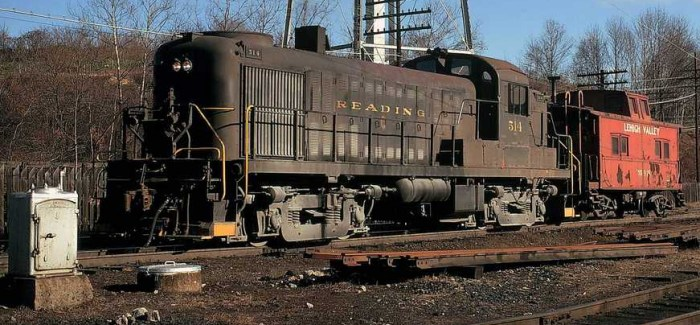 Reading RS-3 #514 in Allentown Yard coupled to a Lehigh Valley northeastern caboose.