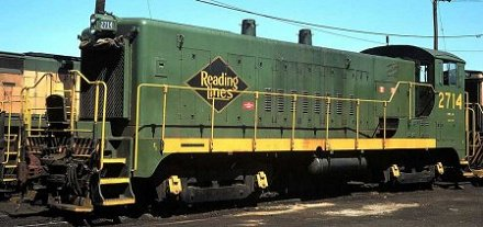 Reading SW-1200m #2714 received a yellow frame stripe after repainting.